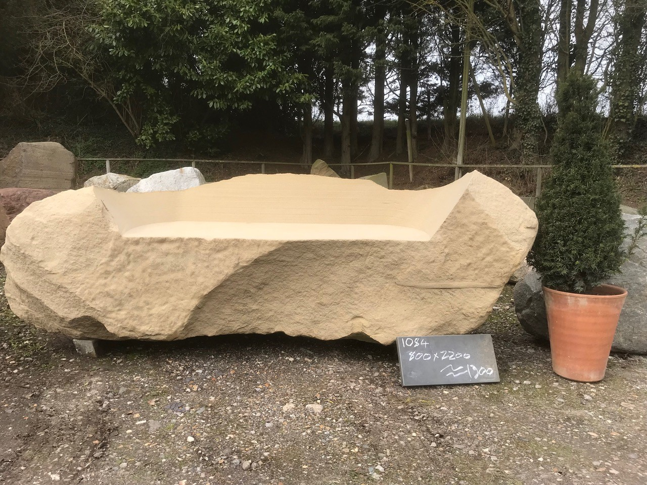 1084 - Sandstone Chunk Bench